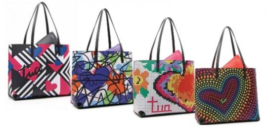 616f5e0aa5 Si tratta di magnifiche handbags stampate, patchwork o optical, disponibili  anche in versione secchiello, che nella primavera-estate 2017 vi faranno  fare un ...